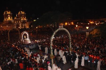 Multitudinario Corpus Christi con el representante del Papa