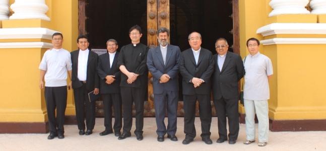 Sacerdotes coreanos en Trujillo