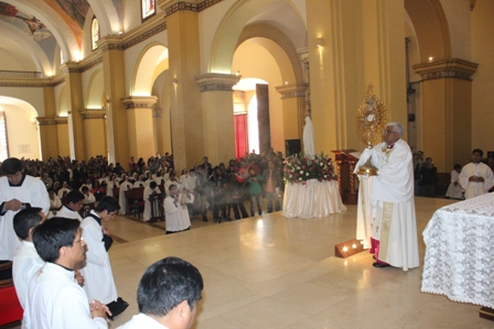 """Arzobispo:""""La mejor arma para conseguir la paz es la oración"""""""