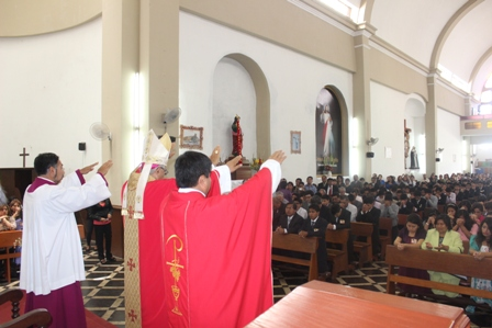 Arzobispo Confirmó a 240 jóvenes en Chepén