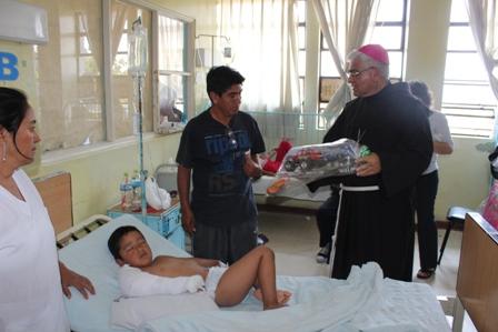Arzobispo pasará la Navidad con niños del Hosp. Regional