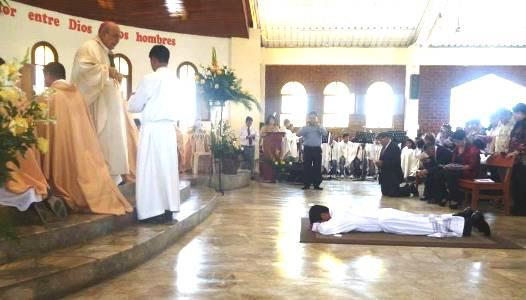 Seminarista chimbotano se ordenó sacerdote