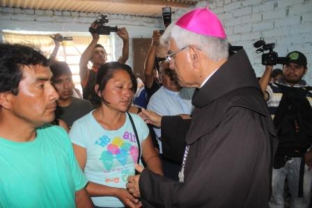Arzobispo de Trujillo acudió a velorio de niño asesinado