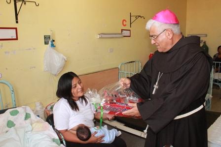 Arzobispo celebrará Navidad con niños en el hospital Lazarte