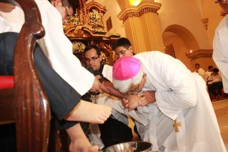 Arzobispo lavará y besará los pies a doce religiosos