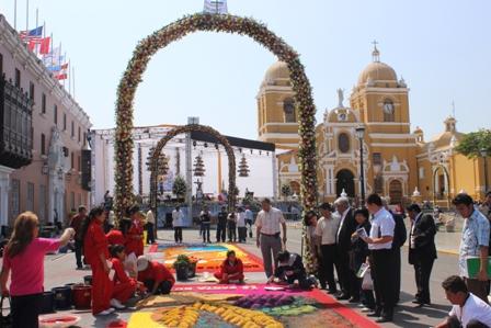Inicia elaboración de alfombras y arcos para el Corpus Christi