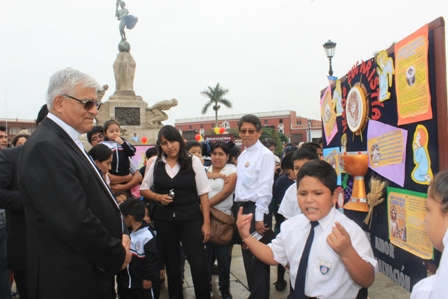 Escolares y religiosos expusieron sus periódicos murales alusivos al Corpus Christi