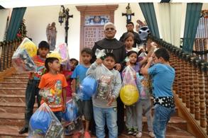 Arzobispo compartió almuerzo navideño con 200 Niños
