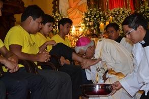 """Arzobispo: Todos necesitamos del """"lavatorio de los pies"""""""