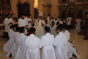 Seminaristas recibieron sus albas y sotanas