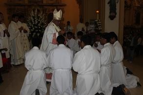 Arzobispo entregará albas y sotanas a 13 seminaristas