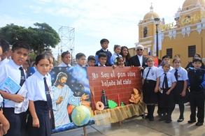 Alumnos y religiosos expusieron diseños del Corpus Christi