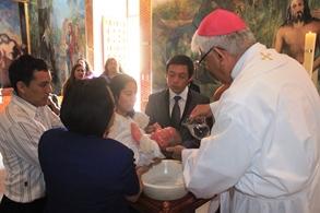 """Niña """"María Fe"""" fue bautizada por el Arzobispo"""