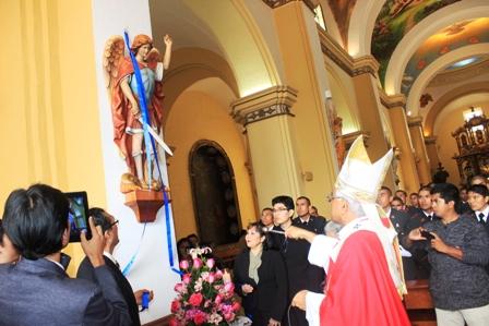 Arzobispo entronizó 3 nuevos ángeles en la Catedral