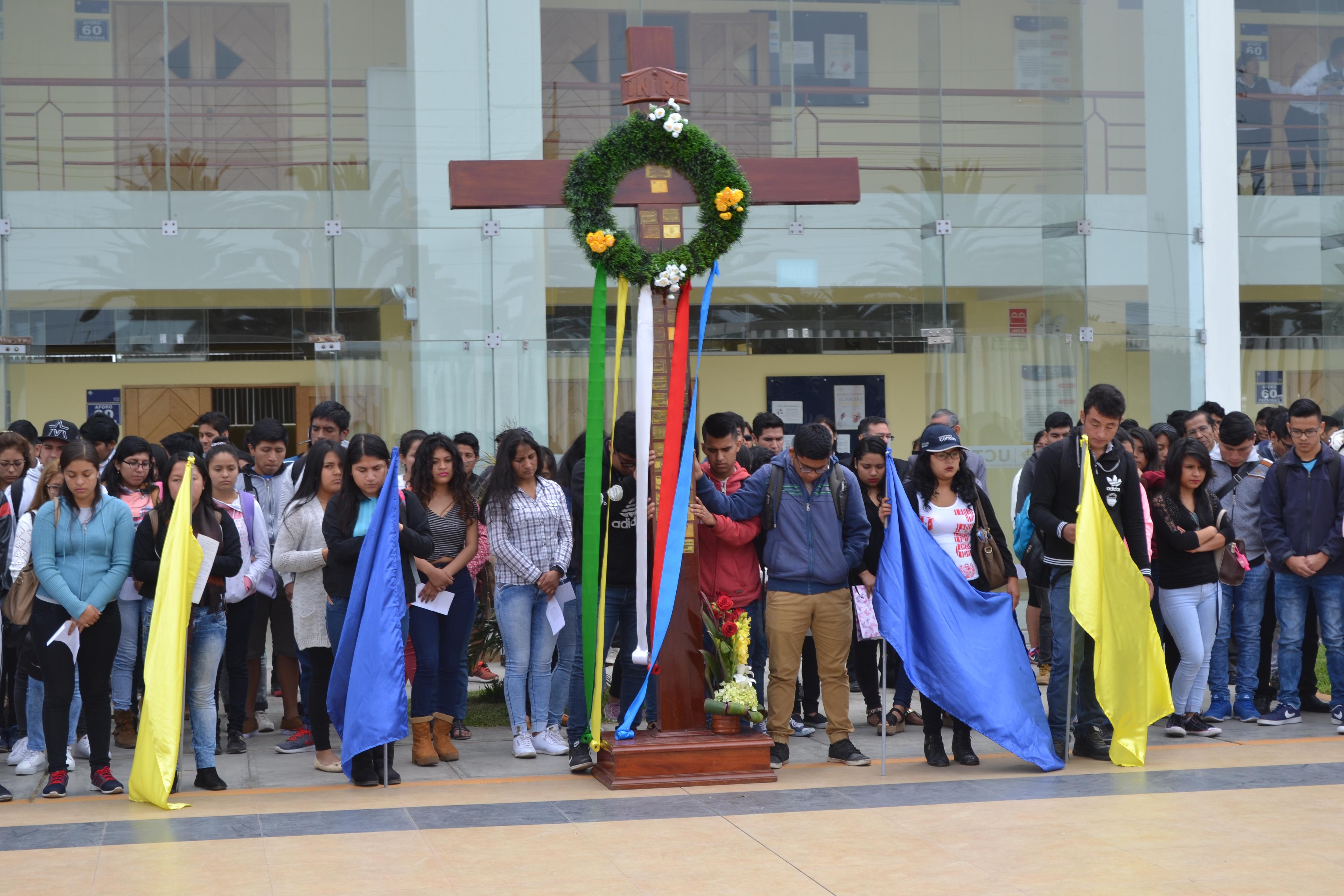 """""""Cruz Peregrina"""" visita instituciones invitando a los trujillanos a ser parte de la Guardia Juvenil Papal"""