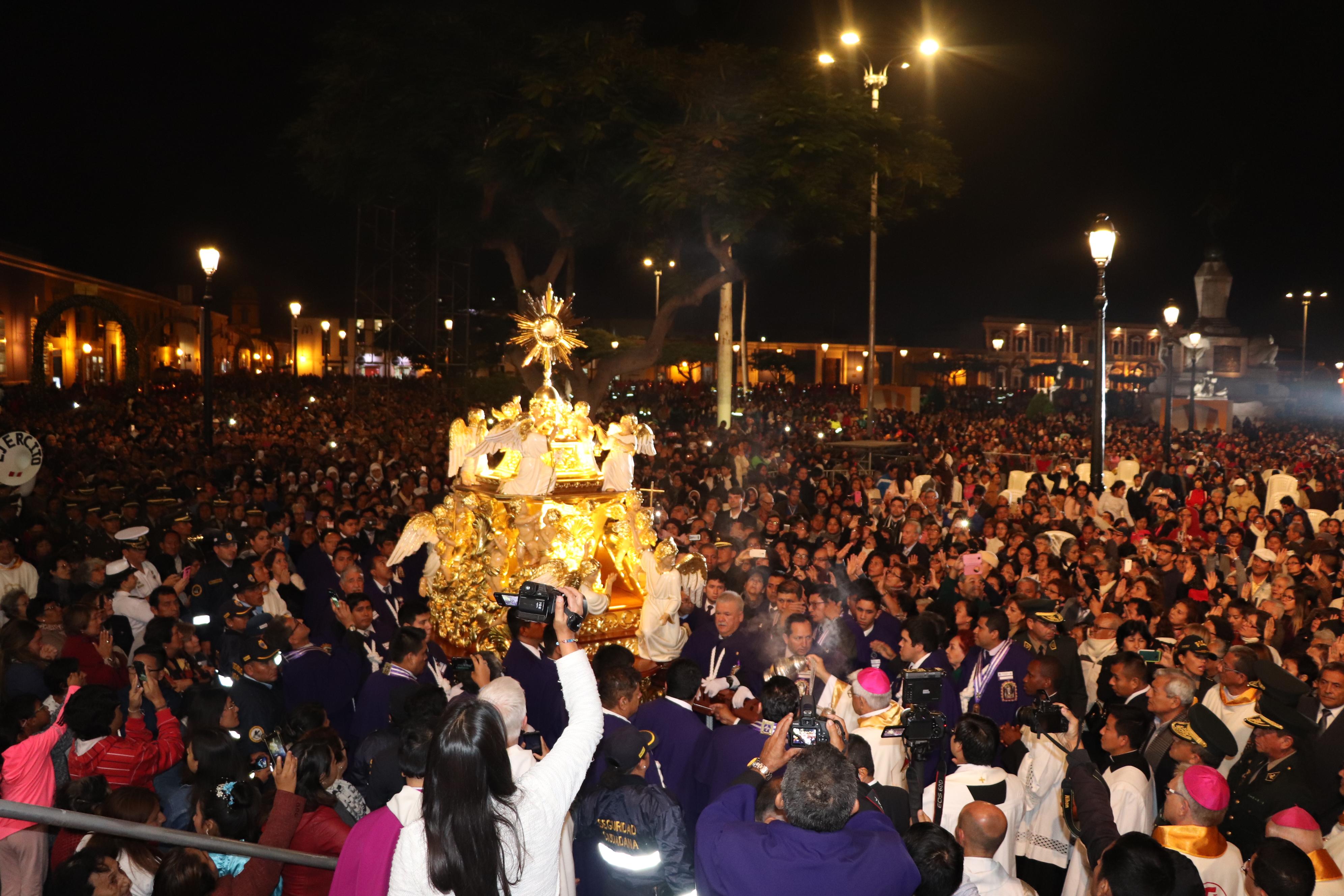 Trujillo: Corpus Christi Arquidiocesano congregó a miles de fieles en la Plaza de Armas
