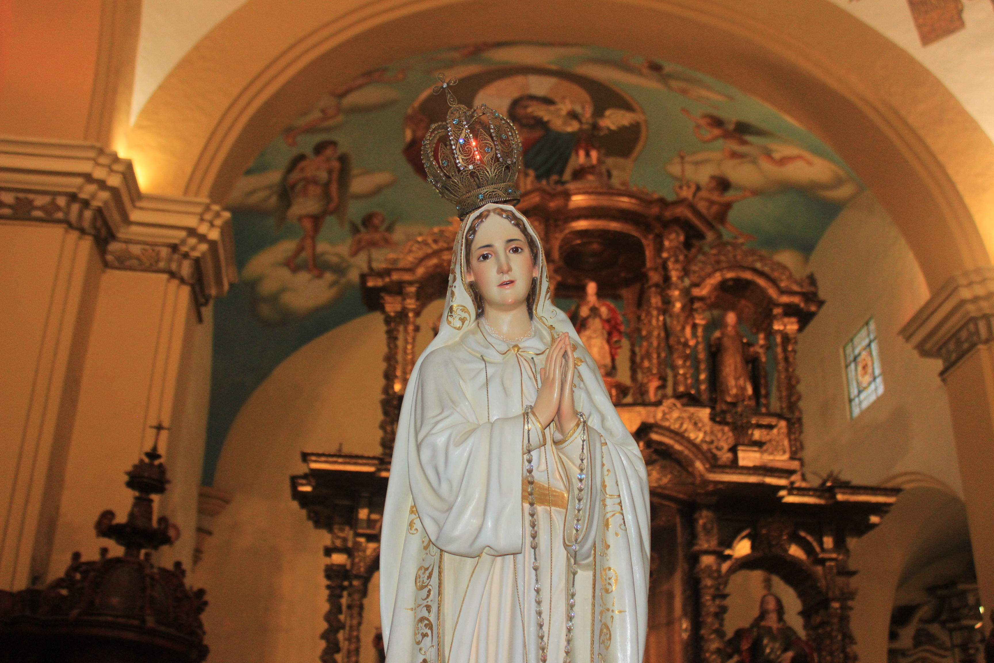 Virgen de Fátima: Con procesión y rosario iluminado recordarán a María