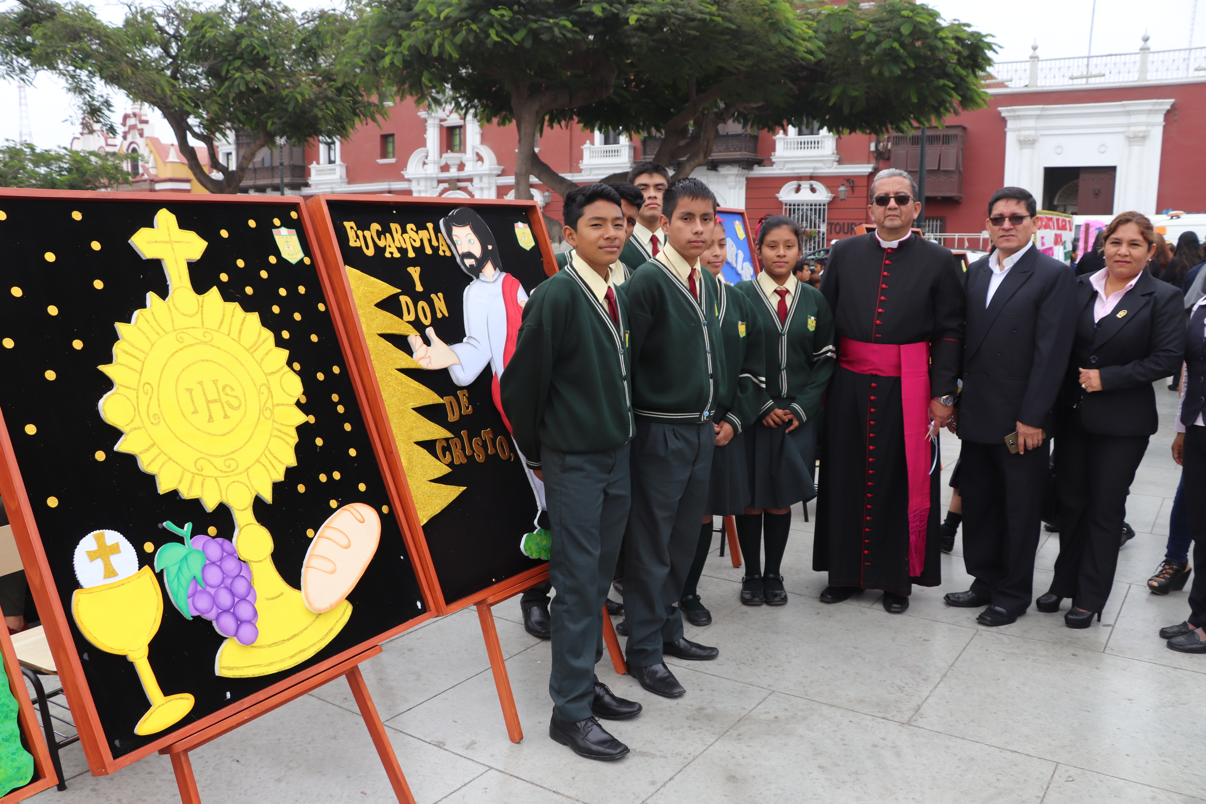 Más de 295 instituciones educativas expusieron sus periódicos murales alusivos al Corpus Christi