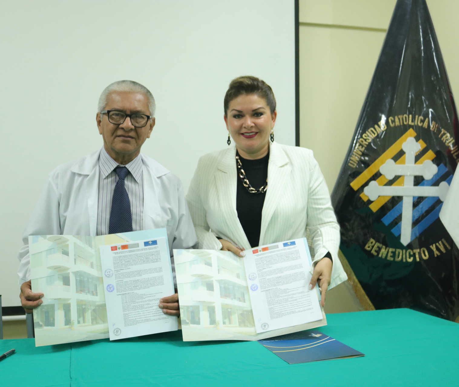 UCT y Hospital Belén firman convenio de cooperación
