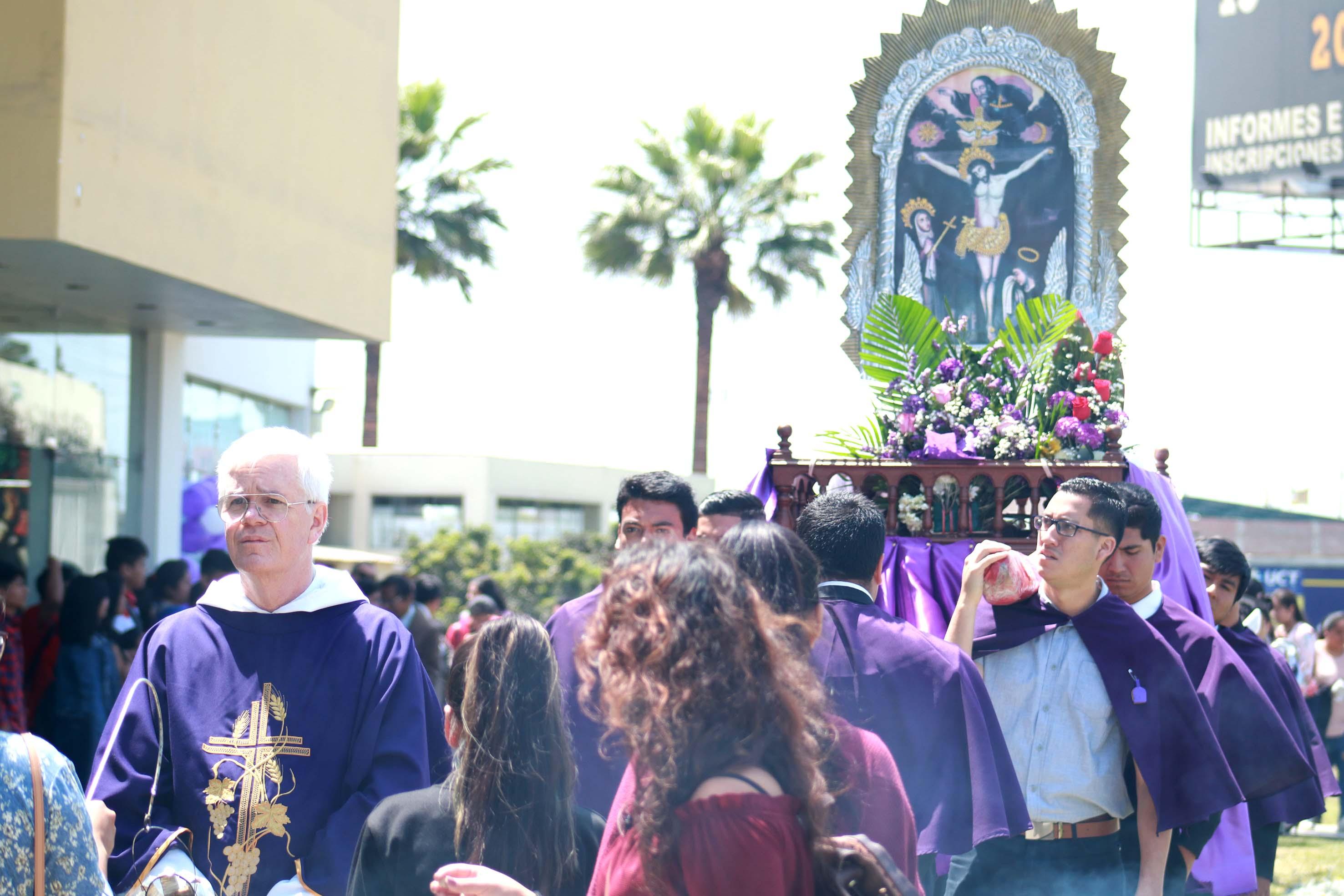Señor de los Milagros recibe homenaje de la Universidad Católica de Trujillo