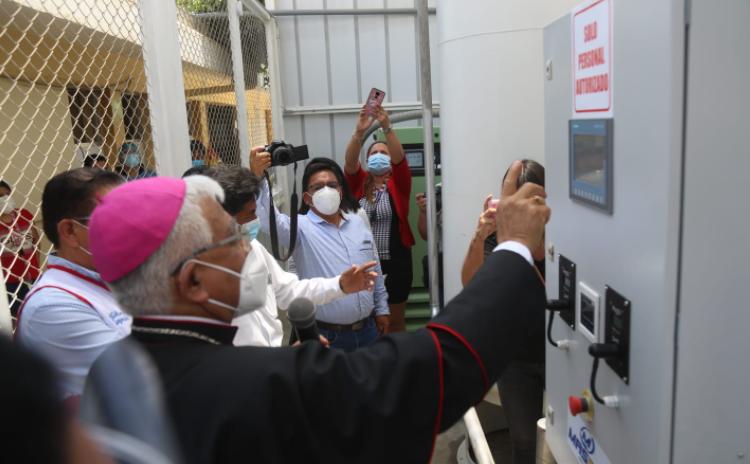 Arzobispo de Trujillo entrega planta de oxígeno en Virú