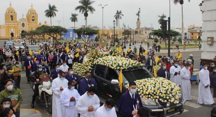 Corpus Christi recorre las 7 iglesias del Centro Histórico de Trujillo y lleva bendición, consuelo y esperanza a familias